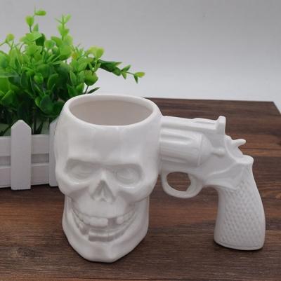 Hrnček revolver lebka